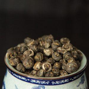 Vihreä tee jasmiininkukkien aromilla